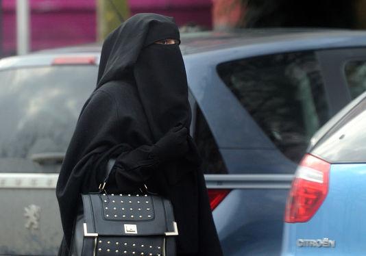 4651968_6_e569_femme-portant-un-niqab-a-roubaix-en-2014_841ba67937d0557857b00eca1af00cdd