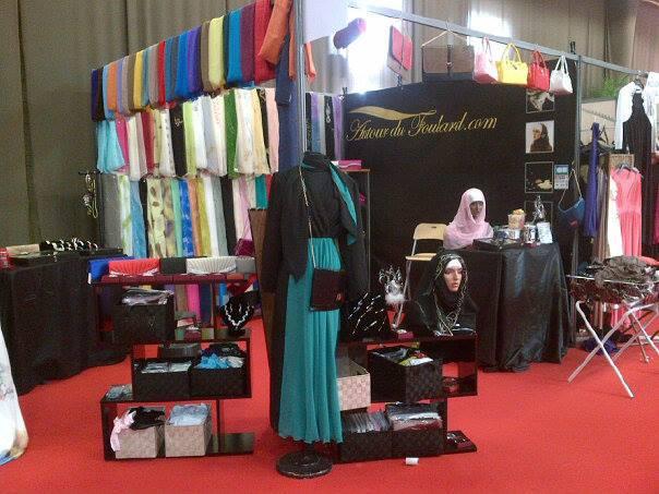 Hijabin-La-boutique-au-salon-du-val-d-oise-Le-stand